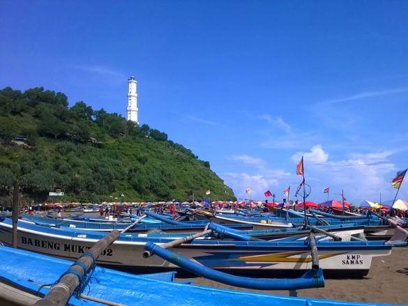 Kapal Nelayan Pantai Baron