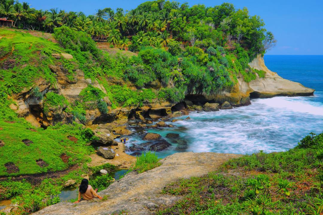 Pantai ngandul pacitan jawa timur