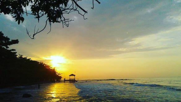 Pantai ujung negoro batang