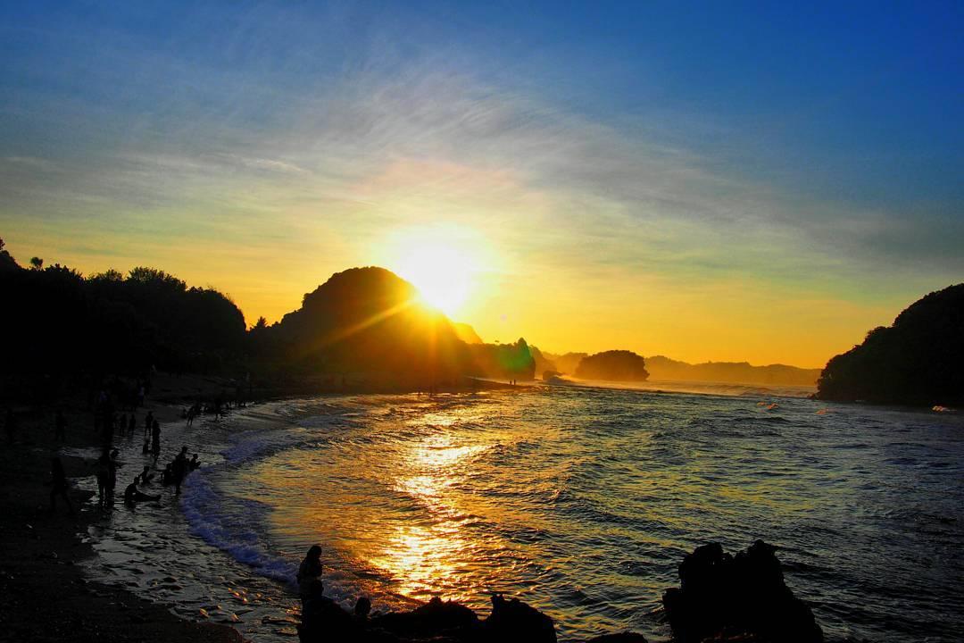 Sunrise pantai gua cina