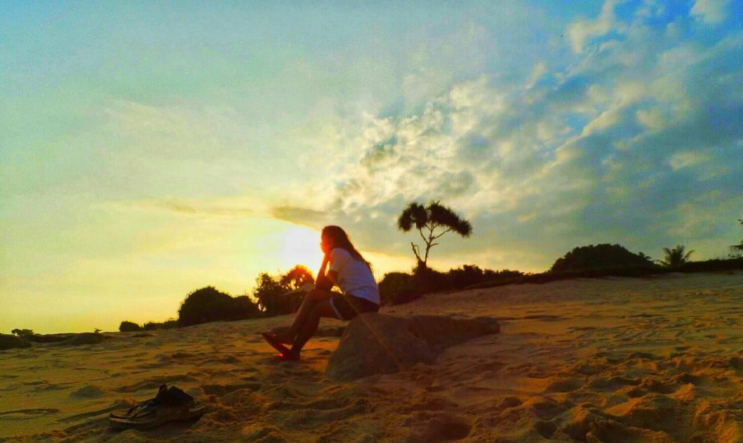 Sunset pantai gua cina