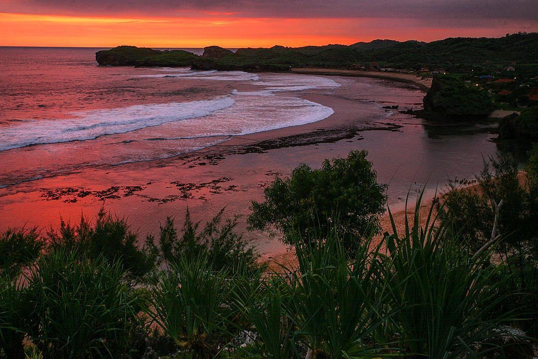 Sunset pantai sundak