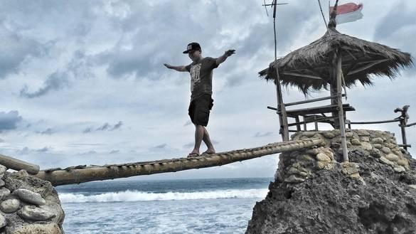 Pantai Watulawang Harga Tiket Masuk Pantai Dengan Gardu Pandang