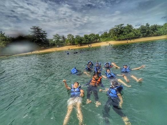 snorkeling pantai 3 warna