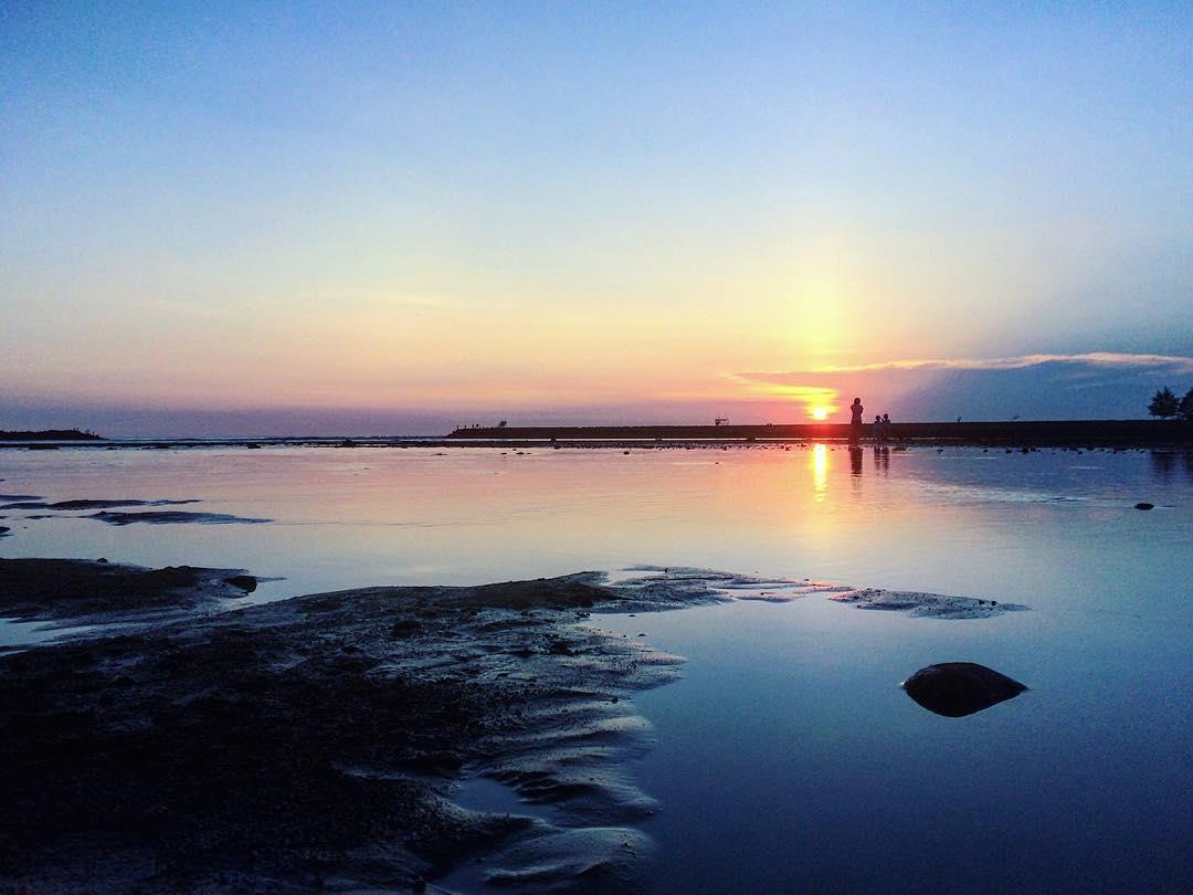 sunset pantai ayah kebumen