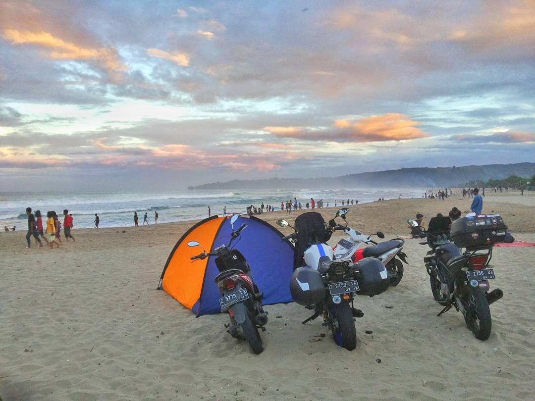 camping di pantai sawarna
