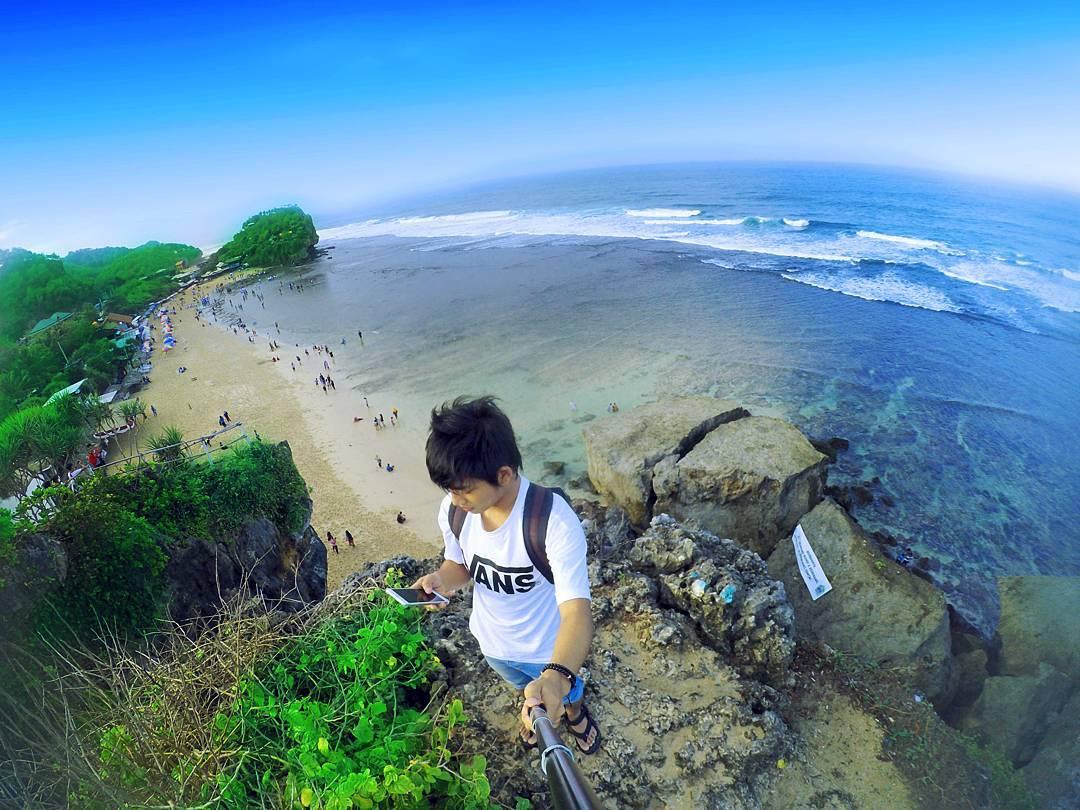 pemandangan pantai indrayanti