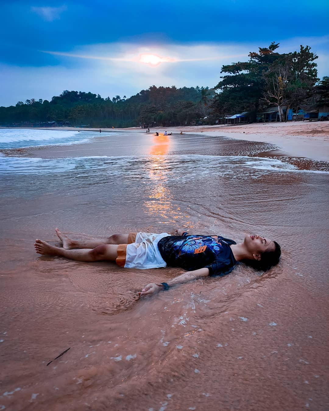 Pantai legon pari banten