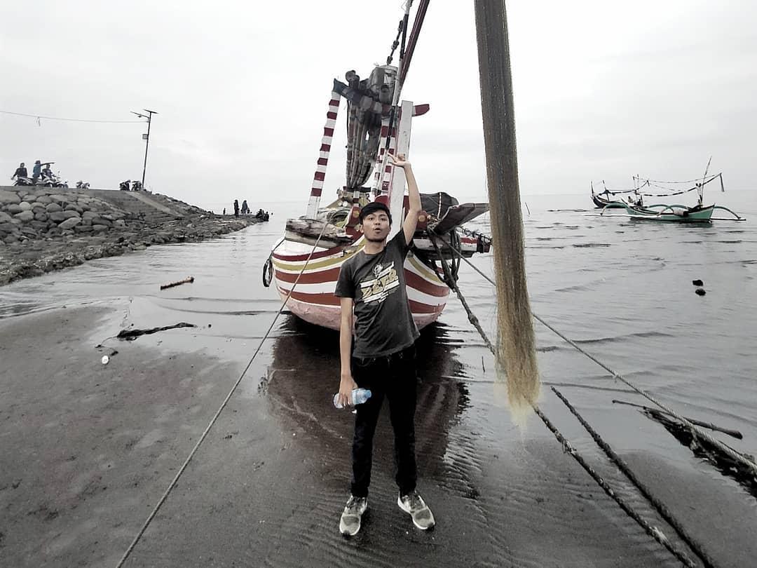 Perahu nelayan pantai bletok