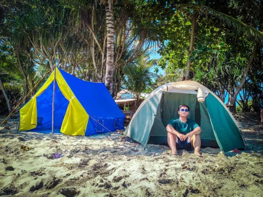 Camping di pantai minajaya