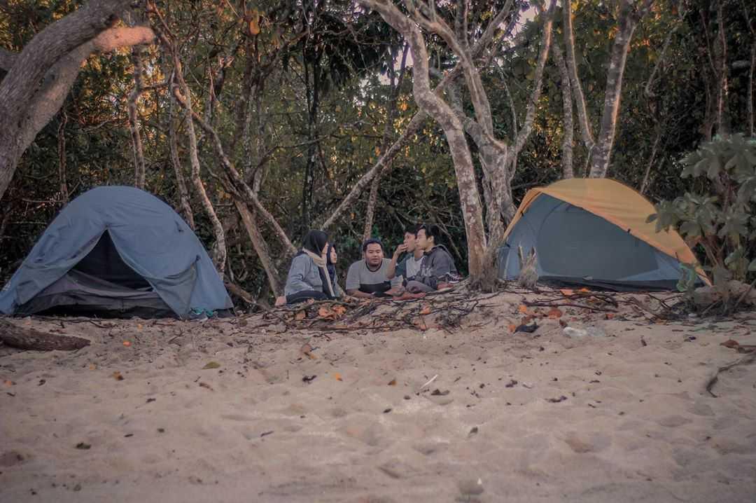 Camping di pantai pulodoro