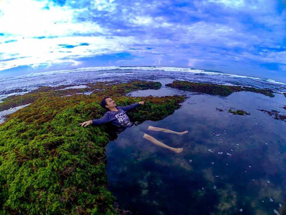 Foto pantai minajaya