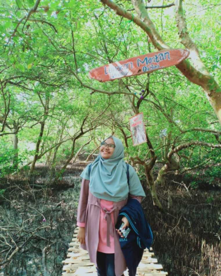 Hutan bakau pantai cirewang
