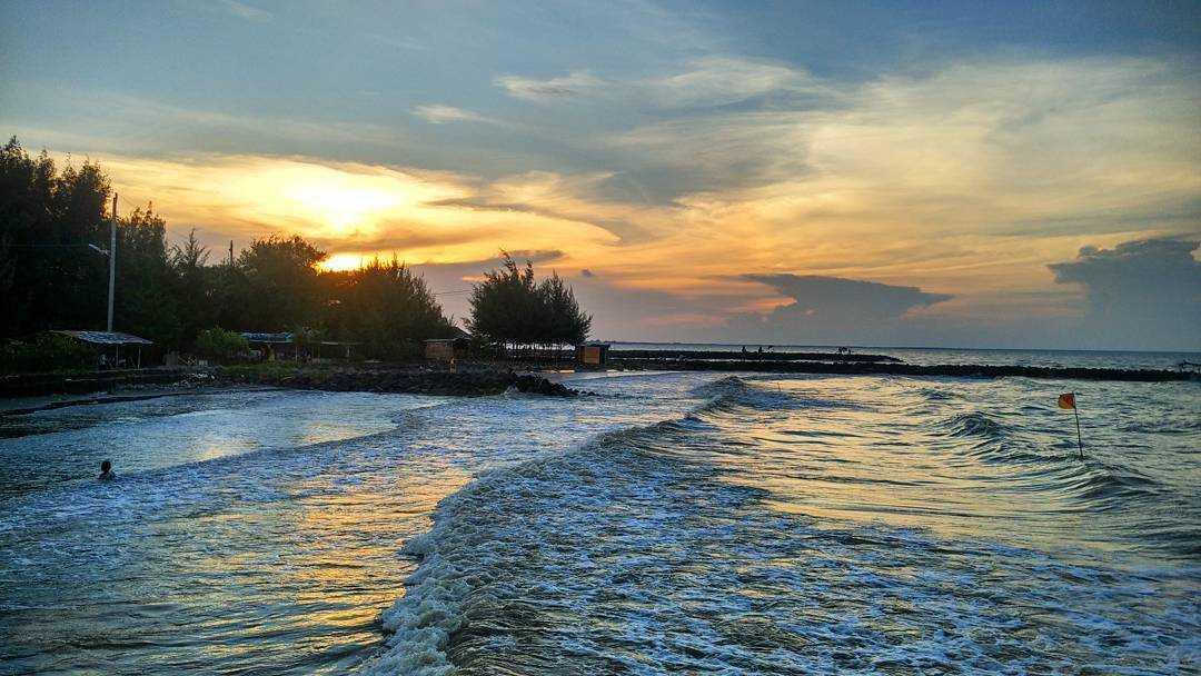 Pantai muarareja