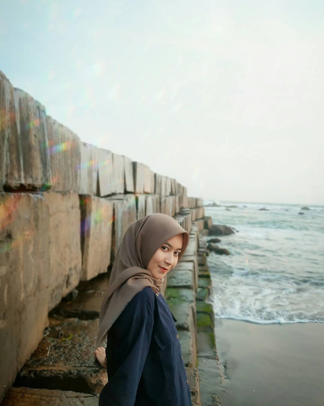 Benteng beton pantai jayanti