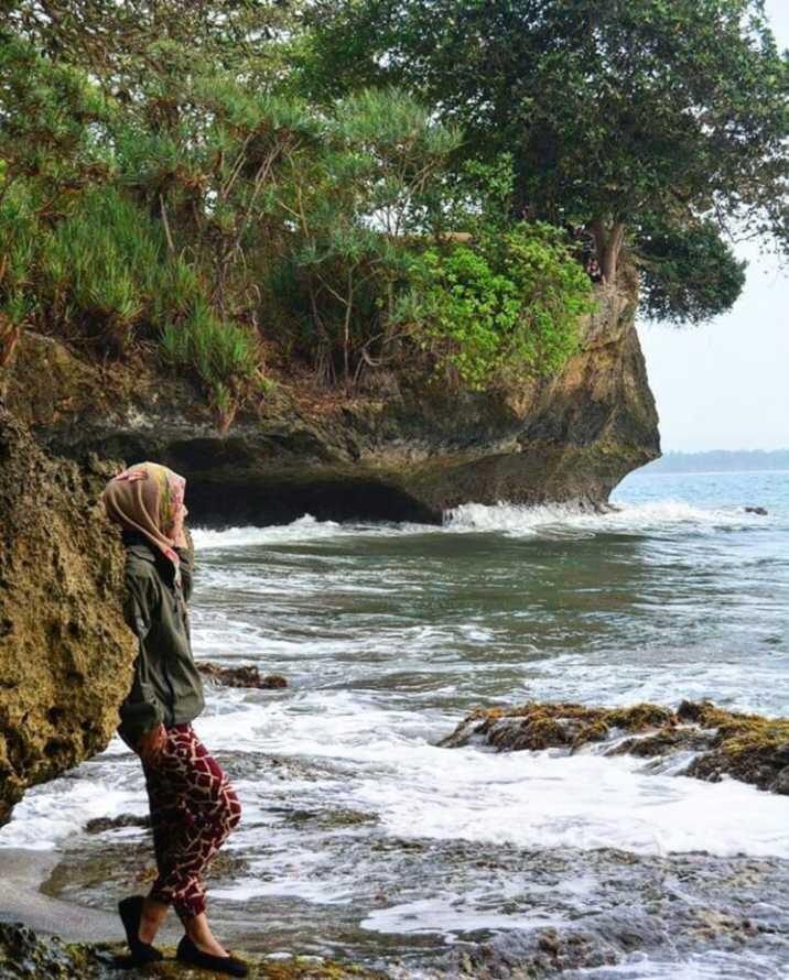 Karang pantai batu karas
